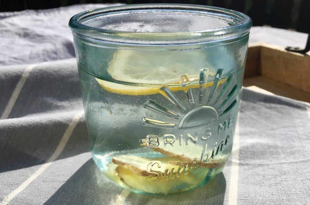 Ingwer Zitronen Wasser