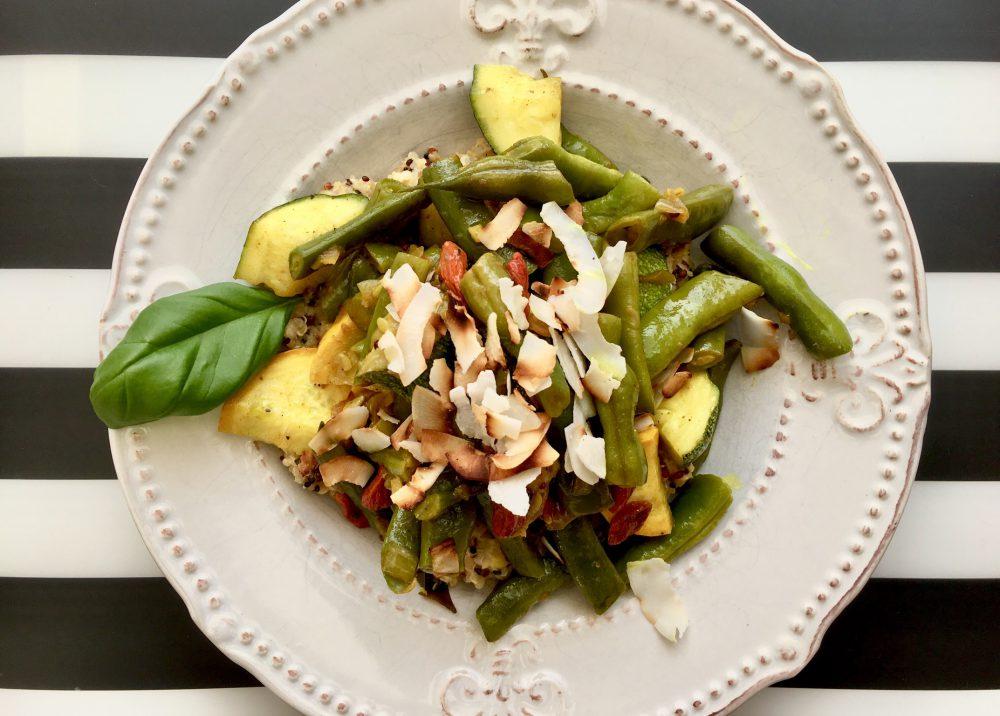 Sommerliches Bohnen-Gemüse Blauhilde mit Zucchini auf Kokos-Linsen-Quinoa